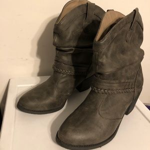 So Western Style Gray Bootie - Size 8.5